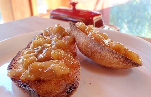 Feijoa-white preserves on toast