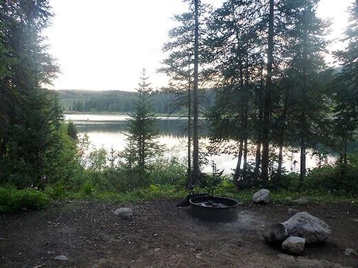Lakeside camping at Molas Lake