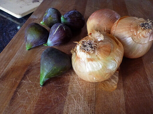Fresh figs and onions