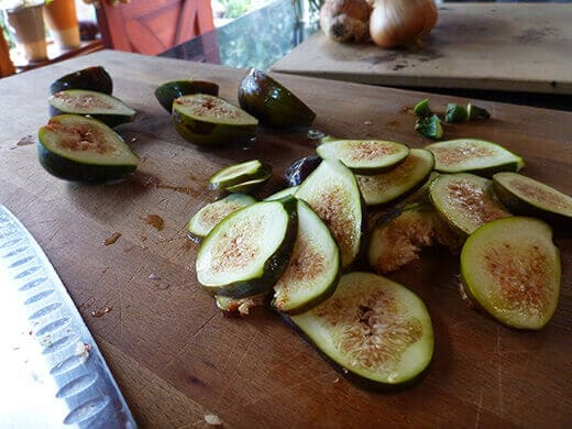 Destem and slice figs thinly
