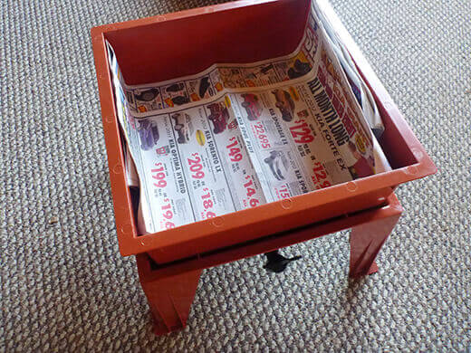 Layer newspaper into the working tray