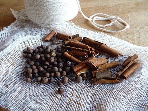 Prepare a spice sachet with cinnamon and allspice