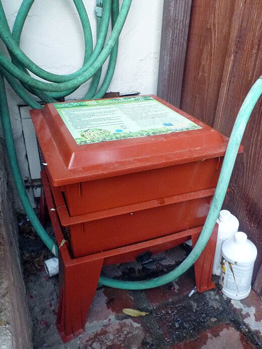 Second tray added to the Worm Factory 360 vermicomposting bin