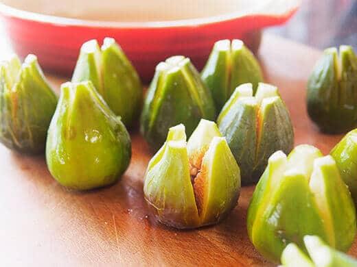 Prepare figs for stuffing