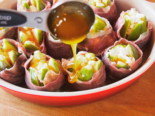 Dribble olive oil and honey mixture over figs