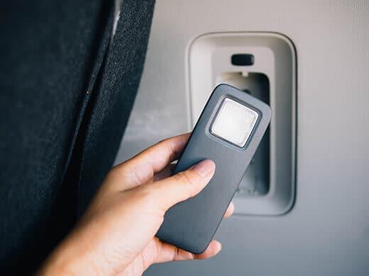 Self-charging flashlight in the Kia Sedona