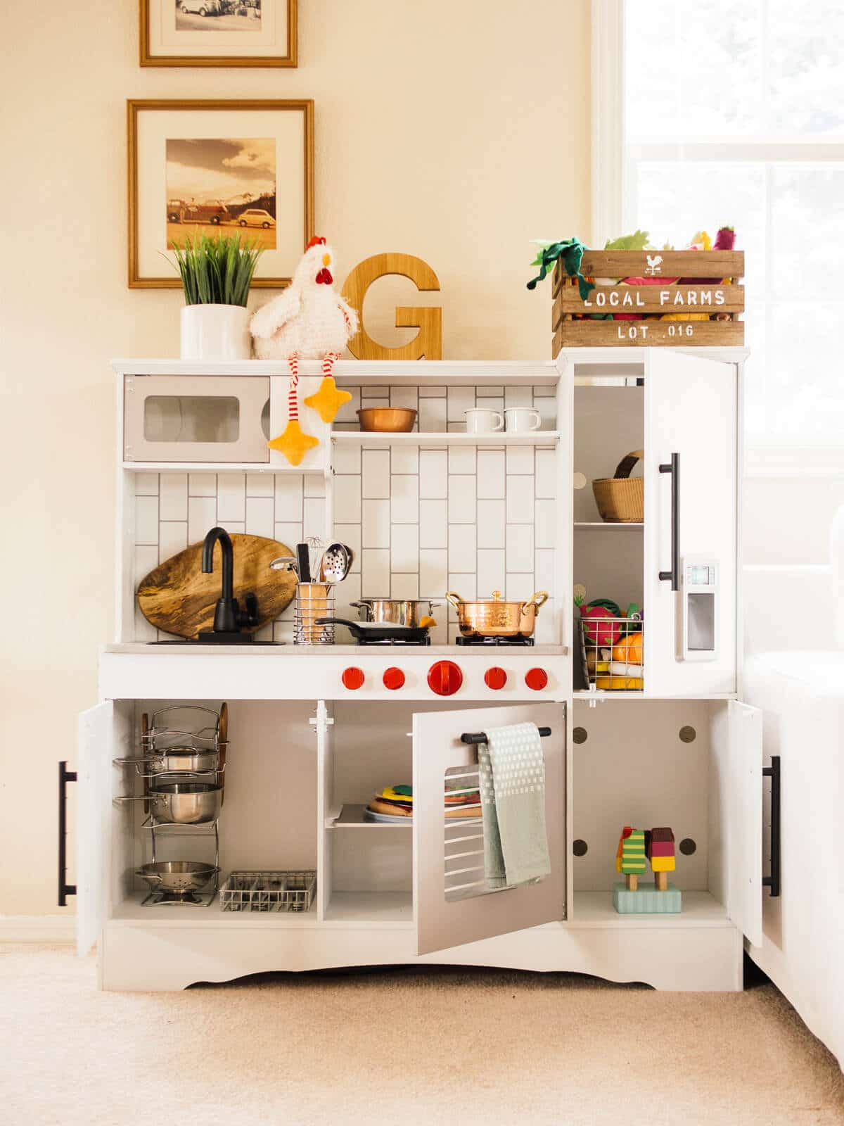 A play kitchen makeover DIY