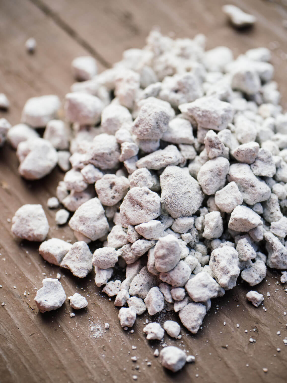 Perlite: what it is and real-life tips on how to use it in the garden